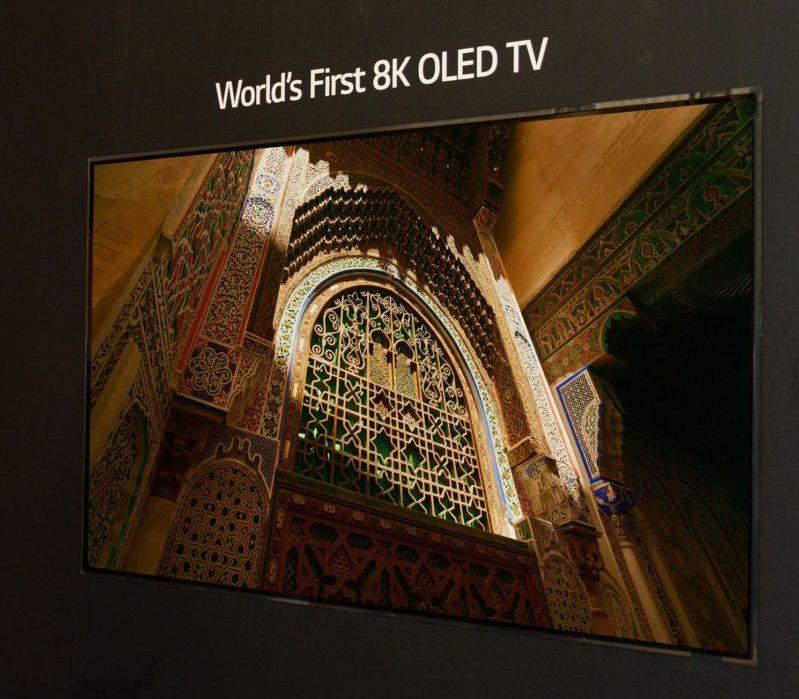 LG Electronics представляет первый в мире OLED-телевизор с разрешением 8K
