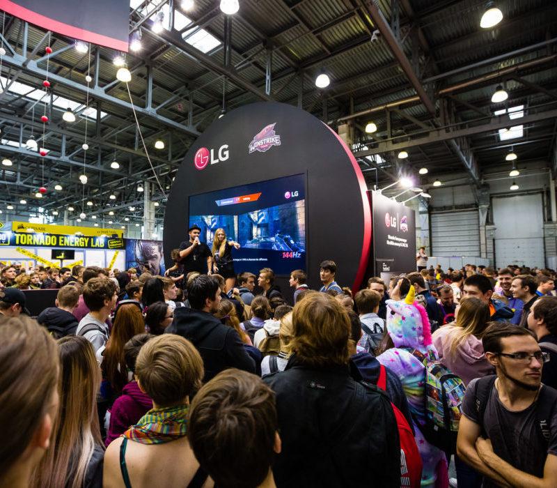 LG 34UC79G ULTRA WIDE на выставке «ИГРОМИР 2018»